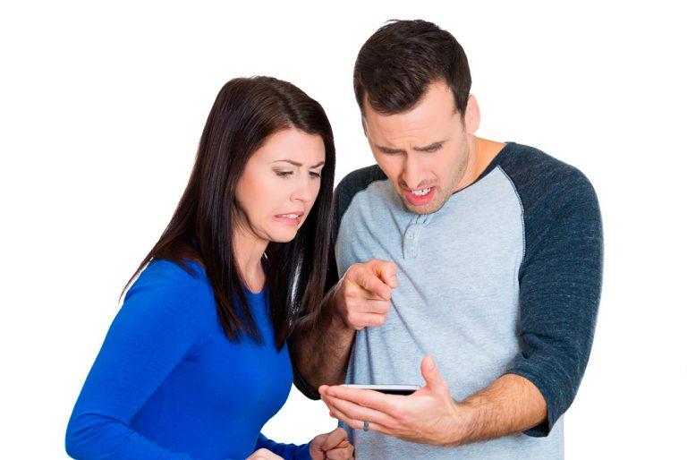 6-motivos-para-não-olhar-o-celular-do-seu-amor-linguagem-do-ceu