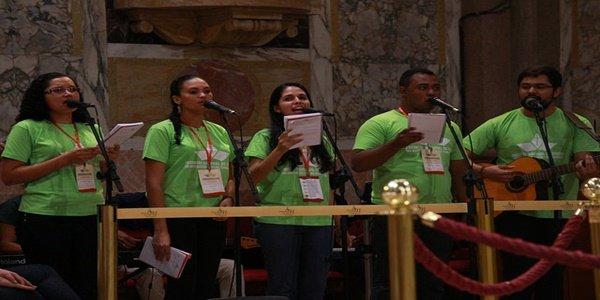 São permitidas músicas protestantes dentro da Santa Missa