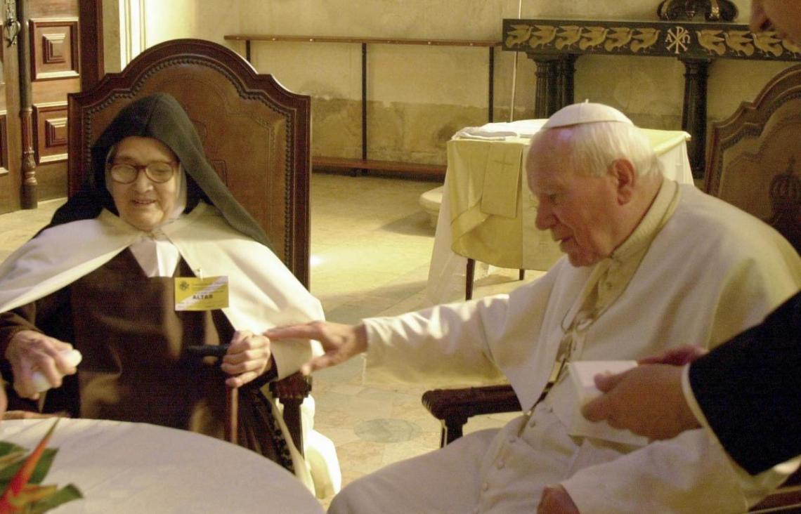 Irmã Lúcia e Papa João Paulo II. Fátima, 13 de maio de 2000.