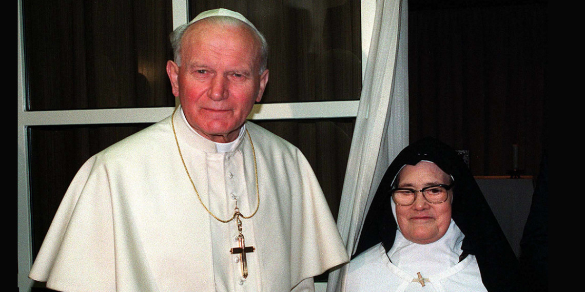 Papa João Paulo II com Irmã Lúcia. Fátima, 13 de maio de 1991.