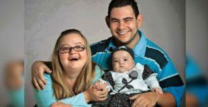Mãe com Down e o pai com deficiência mental engravidam. Quando o bebê nasce, ninguém acredita no que vê