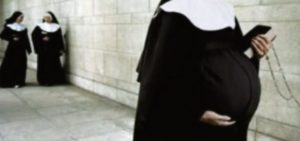 Minha mãe era freira, foi estuprada e eu nasci. Hoje quero contar minha história