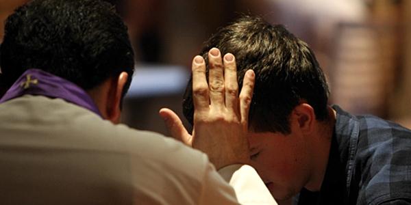 """Há pecados que um padre """"normal"""" não pode perdoar"""