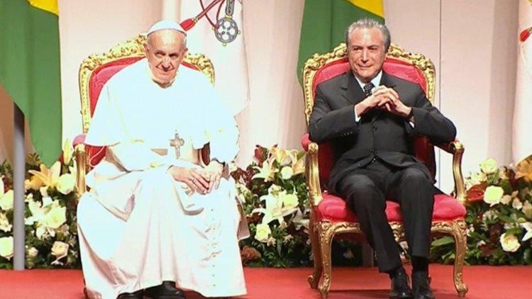 papa-francisco-senta-ao-lado-do-vice-presidente-michel-temer