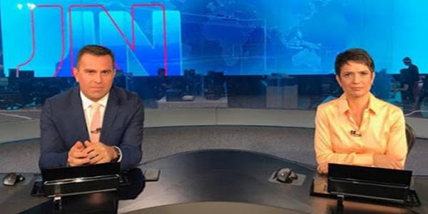 Após exibir duas reportagens sobre Nossa Senhora, Rodrigo Bocardi encerra o Jornal Nacional desejando fé aos telespectadores
