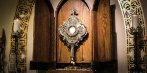 """""""Ele me esperava"""" mais um testemunho arrebatador da presença de Jesus no sacrário"""