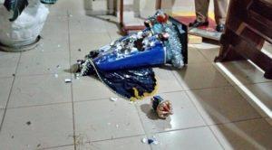 Homem invade igreja e destrói todas as imagens expostas