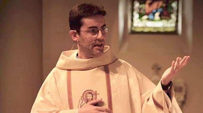 O engano deste padre no hospital abriu as portas do céu a uma enferma no Ano Novo