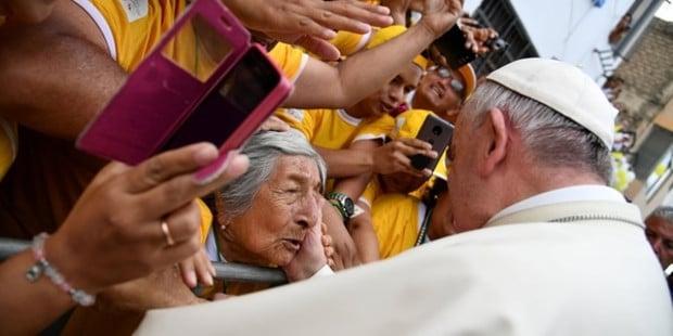 O que essa tataravó cega de 99 anos disse ao Papa no Peru