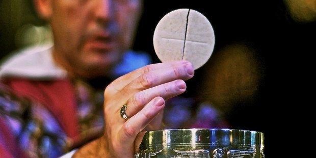 Por quanto tempo Jesus fica presente na Eucaristia após recebermos a Comunhão