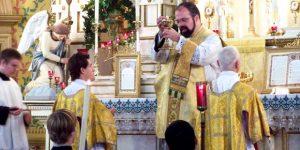 Por que pronunciamos palavras gregas na Missa