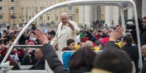 Em que momento da Missa devo fazer meus pedidos mais importantes a Deus O Papa ensina