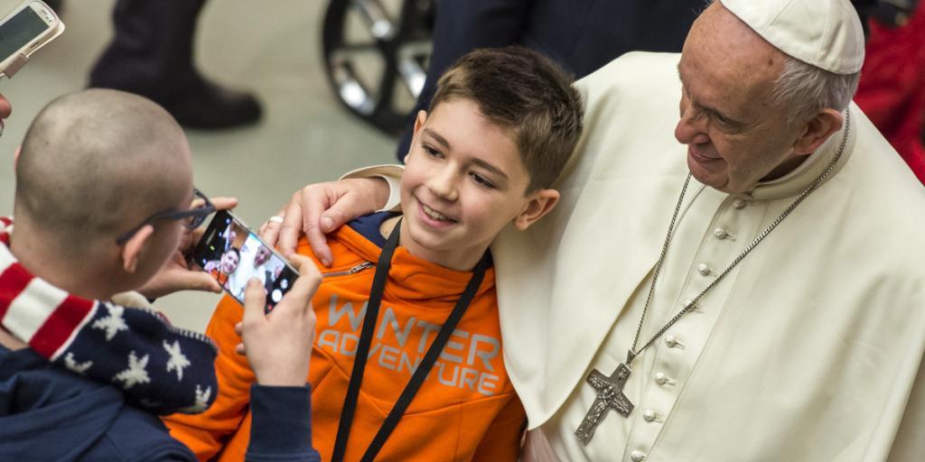 """Papa desafia os jovens """"Não retoquem suas fotos! Chega de identidades falsas!"""""""