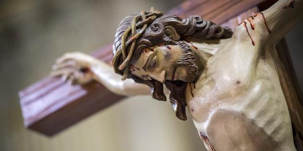 Uma oração poderosa para fazermos diante do crucifixo