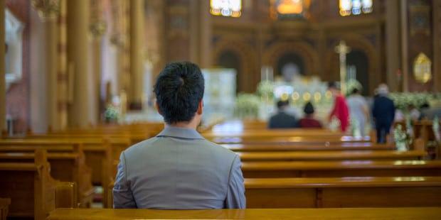 9 coisas que afastam as pessoas da Igreja, segundo um padre desanimado