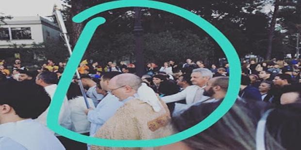 'Pomba branca' pousa no ombro de Dom Peruzzo na procissão de Corpus Christ
